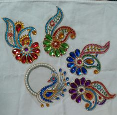 Bead Embroidery Patterns, Beaded Embroidery, Hand Embroidery, Rangoli Designs Flower, Flower Rangoli, Paisley Drawing, Bead Crafts, Arts And Crafts, Acrylic Rangoli
