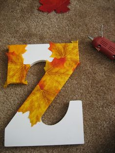 leafy monogram craft -- makes a perfect door decoration for fall! This looks like fun, easy and CHEAP to make Fall Crafts, Home Crafts, Crafts To Make, Christmas Crafts, Monogram Letters, Wood Letters, Monogram Fonts, Diy Presents, Easy Craft Projects