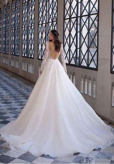 Wedding Dress Backs, Pronovias Wedding Dress, Wedding Bridesmaid Dresses, Bridal Dresses, Beautiful Wedding Gowns, Perfect Wedding Dress, Modern Princess, Hollywood Glamour, Indigo Wedding