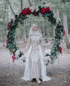 Hijabi Wedding, Muslim Wedding Gown, Wedding Hijab Styles, Muslimah Wedding Dress, Muslim Wedding Dresses, Disney Wedding Dresses, Muslim Brides, White Wedding Dresses, Muslim Couples