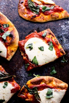 Yes, you can prep and cook this vegetarian Margherita naan pizza in 10 minutes! Enjoy the classic flavors of fresh mozzarella, tomato sauce, and basil in this delicious pizza. Ah the naan pizza. A fairly recent Naan Pizza, Pizza Pizza, Slow Food, Burrata Pizza, Healthy Eating Challenge, Yummy Food, Tasty, Foodblogger, Quick Easy Meals