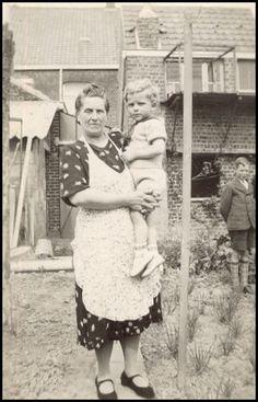 Grootmoeder en kleinkind jaren vijftig