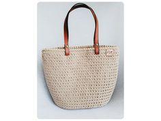 Veľká univerzálna taška stvorená na akúkoľvek príležitosť.  Materiál: špagátová priadza a kožené uchá  Veľkosť: v 28cm, š 36cm, h 17  Uchá: na rameno,alebo do ruky  Farba: piesková Straw Bag, Bags, Fashion, Handbags, Moda, La Mode, Dime Bags, Fasion, Lv Bags