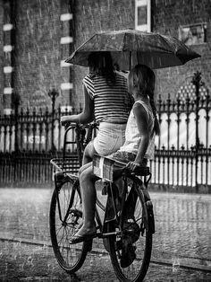 Maman et enfant sur le vélo