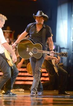 Jason Aldean is another one of my favorite country artist