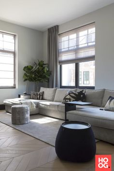 Fantastic small living room designs are readily available on our internet site. Living Tv, Living Room Grey, Home Living Room, Interior Design Living Room, Living Room Designs, Living Room Decor, Small Living, Modern Living, Dining Room Chairs