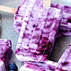These 4 Ingredient Blueberry Yogurt Popsicles are so easy to make- they're the perfect refreshing treats to cool down with this summer! Popsicle Molds, Popsicle Recipes, Foot Cream, Ice Cream, Blueberry Yogurt Popsicles, Libro Gravity Falls, Purple Cow, Vegan Animals, Vanilla Yogurt