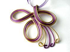 Collier pendentif en fil d'aluminium violet et or cordon violet fait main artisanal : Autres accessoires bijoux par odline