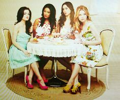 Pretty Little Liars -Lucy Hale, Shay Mitchell,Troian Bellisario and Ashley Benson