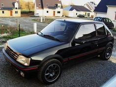 Donc Voici ma 205 GTI 1,9 122ch de 1991 ! Elle est de couleur noire Onyx et est une export d'Allemagne via MD Motorsport! Elle totalise a ce jour dans les 122.000km et j'en apprend tout les jours sur ces caprices de voiture ancienne! Depuis mon enfance... 309 Gti, Volkswagen Golf Mk2, Top Cars, Dodge Challenger, Peugeot 205, Custom Cars, Corvette, Cars And Motorcycles, Vintage Cars