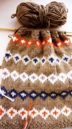 Porcupine Design: Knitting & My Vintage Picnic Basket...fair isle face cloth