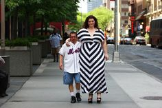 Guys who Like Being Squashed - Amazon Amanda and Sergio seen out together in the Big Apple on May 26, 2014 in New York City. Meet Amazon Amanda – the 6ft 3 ins, 20 stone model who is paid to dwarf men. Amanda, 38, is a big hit with guys who like being squashed, crushed, wrestled or simply seen out in pubic with super-sized women. (Photo by Ruaridh Connellan/Barcroft Media)