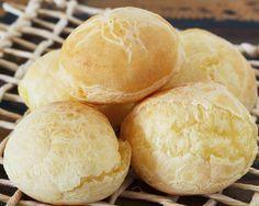 Paozinho de batata doce tipo pão de queijo ½ batata doce cozida e amassada1 ovo1 col. (sopa) de creme de ricota ou requeijão3 col. (sopa) de azeite2 col. (sopa) de leite quente ou água quente4 col. (sopa) cheia de polvilho doce3 col. (sopa) de polvilho azedoSal a gostoQueijo minas padrão light ralado à gosto (opcional)
