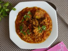 Voici une recette qui nous invite à un petit voyage en Inde tout en restant dans sa cuisine. Elle vient du blog de Pankaj. J'aime beaucoup ces kofta de courgettes réalisées avec des courgettes râpées et de la farine de pois chiche (naturellement sans...