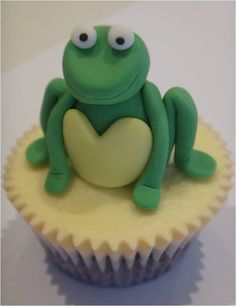 Twinnie, I can hear your thoughts, I like what I hear ; Cupcake Art, Cupcake Cakes, Frog Cupcakes, Fancy Desserts, Cup Cakes, Frogs, Goodies, Birthdays, Rainbow