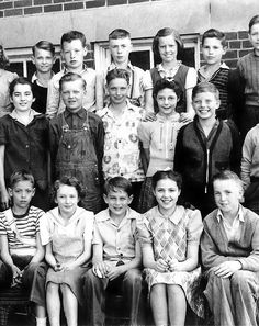 James Dean (front row, center) in an elementary school class picture. take notice of the bandage wrap on his little finger ..kids will be kids.