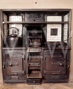 _NT_133088_Trident_kitchen_range_installed_in_the_stillroom_at_Dunham_Massey_supplied_by_Clement_Jeakes_during_.jpg (391×480)