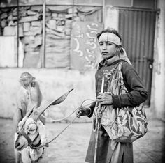 Untitled-129Gypsy community, beggars, performers, craftsmen. Living between dirty riverside and motorway on the outskirts of Lahore, Pakistan. From assignment for MTV Staying Alive Foundation.