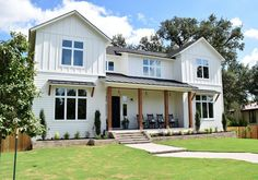 The Best White Modern Farmhouse Exterior Paint Colors – Perch Plans farmhouse exterior colors stucco Contemporary Farmhouse Exterior, Farmhouse Exterior Colors, White Exterior Paint, Farmhouse Paint Colors, Modern Farmhouse Plans, Exterior Paint Colors, Farmhouse Interior, Modern Exterior, Exterior Design