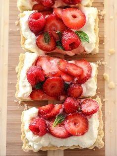 Berry Tart with Lemon Curd Mascarpone foodiecrush.com #dessert #lemoncurd #tartrecipes