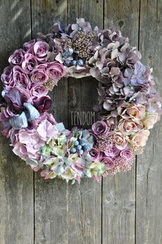 Wreath Crafts, Diy Wreath, Burlap Wreath, How To Make Wreaths, Crafts To Make, Ikebana, Porch Decorating, Silk Flowers, Birthday Wishes