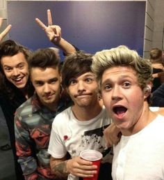 Collect One Direction pictures and lyrics. Find your favorite One Direction member. One Direction Selfie, One Direction Pictures, I Love One Direction, Ome Direction, Niall Horan, Zayn Malik, Nicole Scherzinger, Liam Payne, 1d Imagines