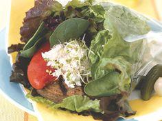 Mediterranean Diet Plan Mediterranean Veggie Burger - 20 ridiculously healthy recipes that taste amazing Superfood Recipes, Healthy Diet Recipes, Healthy Foods To Eat, Healthy Cooking, Vegetarian Recipes, Healthy Eating, Healthy Life, Diet Meal Plans To Lose Weight, Mediterranean Diet Recipes