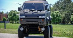 1991 Mitsubishi Delica Becomes A Japanese Monster Truck Delica Van, Mitsubishi Delica, Rc Drift Cars, Utility Truck, Best New Cars, Japanese Monster, Chrysler Pacifica, Japan Cars, Cars