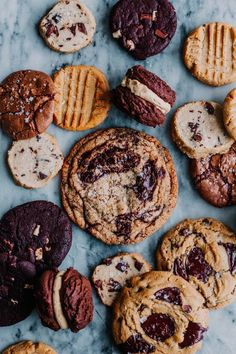 Ultimate Cookies and Hot Chocolate Box - The Sweet and Simple Kitchen — 3 great recipes! PB, chocolate chip, and caramel hot cocoa ♛BOUTIQUE CHIC♛ Cookies Box, Biscuit Cookies, Just Desserts, Delicious Desserts, Cookie Recipes, Dessert Recipes, Chocolate Chip Cookies, Chocolate Box, Cupcakes