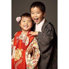 いいね!12件、コメント1件 ― 着物レンタル 円居(@madoi_rental)のInstagramアカウント: 「丁度、五歳と三歳のご兄妹さま  三歳祝い着【T3-004A】五歳祝い着【T5-001】・ とっても嬉しい!楽しい!の気持ちが こちらにも伝わってきて 思わず笑顔になってしまいますね…」 Instagram