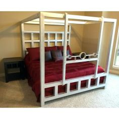 "Deluxe Window ""Pain"" Bed w/Removable Stockade"