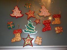 Questi sono vari oggetti da appendere all'albero di Natale