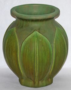 Roseville Pottery Early Velmoss Vase 133-10