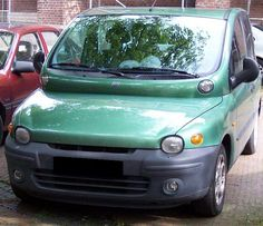 Fiat Multipla, the most ugly car on earth. Ik zal er nooit aan wennen.