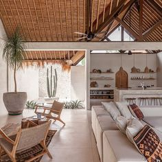 Chic Tropical Open-Plan Living Villa in Bali Bali Style Home, Summer Deco, Interior And Exterior, Interior Design, Design Interiors, Living Spaces, Living Room, Living Area, Cozy Living