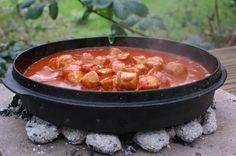 Wenn du ein leckeres Rezept für Currywurst-Sauce suchst, dann bist du hier genau richtig. Ganz ohne Ketchup und innerhalb kurzer Zeit fertig zum Einsatz!