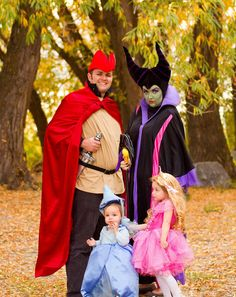 Disney Costume This Sleeping Beauty family Halloween costume idea is completely inspired -- and Mom gets to play the villain! - Baby Harry is perfection. Literary Costumes, Epic Costumes, Baby Costumes, Costume Ideas, Creative Costumes, Woman Costumes, Group Costumes, Disney Family Costumes, Family Halloween Costumes