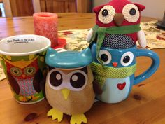 Owly explains the importance of being fashion conscious to Owliver. An owl should blend in with his surroundings. Day 303 of #yearofowly #lifeofowly