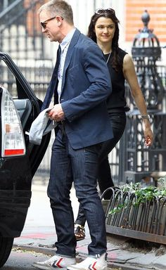 St Marks Pl apartment is part of Daniel craig rachel weisz - Daniel Craig Rachel Weisz, Daniel Craig Style, Daniel Craig James Bond, James Bond Suit, James Bond Style, Outfits Casual, Mode Outfits, Stylish Men, Men Casual