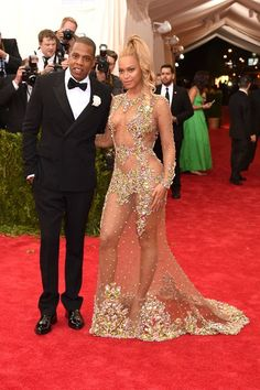 Beyonce Is Working the Met Gala 2015 Red Carpet & She Looks Unbelievable!: Photo Beyonce looks practically naked (and also amazing) as she and her husband Jay Z arrive at the 2015 Met Gala held at the Metropolitan Museum of Art on Monday (May… Gala Dresses, Red Carpet Dresses, Nice Dresses, Evening Dresses, Beyonce Met Gala Dress, Beyonce Dresses, Kendall Jenner, Met Gala Outfits, Sneak Attack