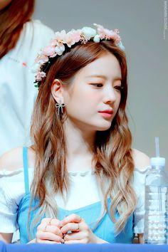 Kpop Girl Groups, Kpop Girls, Loona Kim Lip, Wendy Red Velvet, K Idols, Pop Group, Cool Girl, Girly, Lynx