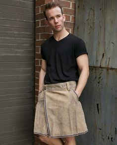 Look no further than the Bavarian Leather Kilt, For a casual approach to kilt wearing, something that can be worn during everyday errands and work. This understated kilt is appropriate for any informal occasion with its plain design and earthy colors. Guys In Skirts, Boys Wearing Skirts, Cute Skirts, Man Skirt, Dress Skirt, Leather Kilt, Men In Kilts, Kilt Men, Womens Fashion Sneakers