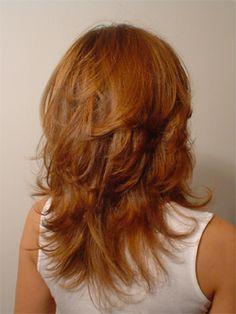 Corte de pelo medio largo rebajado