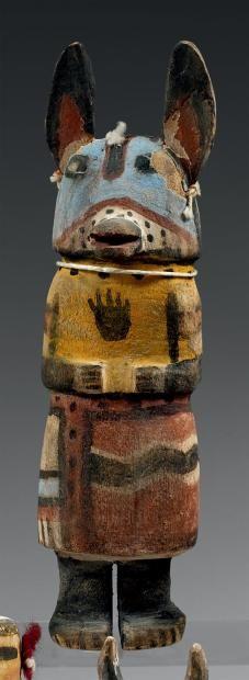 Kachina aux oreilles de loup Hopi, Arizona, U.S.A. Bois, pigments, cordelette.