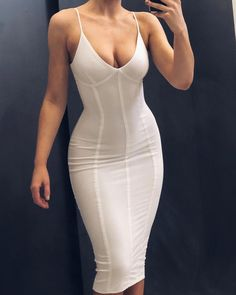 Tips for Women to Choose the Right Party Dress – Lady Dress Designs Classy Outfits, Sexy Outfits, Stylish Outfits, Cute Outfits, Fashion Outfits, Work Outfits, Dress Fashion, Tight Dresses, Sexy Dresses