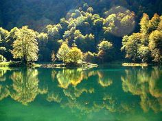 Etang de Bethmale - @ Thierry Green Lake, Reflection, Images, Hiking, River, Cascades, Lacs, Thierry, Painting