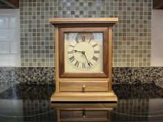 Both the clock and movement are very simple; Mantel Clocks, Wood Clocks, Antique Clocks, Woodworking Projects Diy, Wood Projects, Diy Clock, Cabinet Making, Wooden Watch, Wooden Boxes