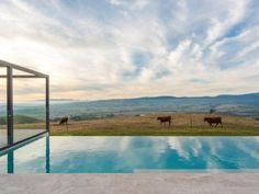 'Solterra' in the spectacular high country of Victoria, Australia. Rammed earth and ironbark Rammed Earth Homes, Rammed Earth Wall, Beautiful Farm, Beautiful Places, Country Modern Home, Country Living, Swimming Pool House, Sun And Earth, Horse Property