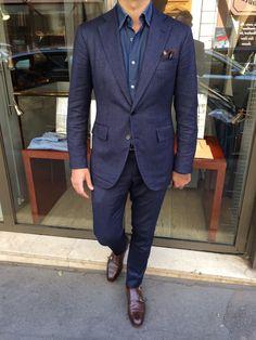 shades of blue Nicolas from Jean-Manuel Moreau wearing Orazio Luciano La Vera Sartoria Napoletana and Meermin dubmonks. Dapper Gentleman, Gentleman Style, Sharp Dressed Man, Well Dressed Men, Classic Men, Mens Fashion Blog, Men's Fashion, Tailored Suits, Dress For Success
