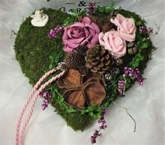 Grabgesteck-Herz-rosa-lila-Engel-Exoten-Allerheiligen-Gesteck-Grabschmuck Grave Decorations, Pine Cone Decorations, Diy And Crafts, Paper Crafts, Pine Cone Crafts, Funeral Flowers, Nature Crafts, Ikebana, Grapevine Wreath
